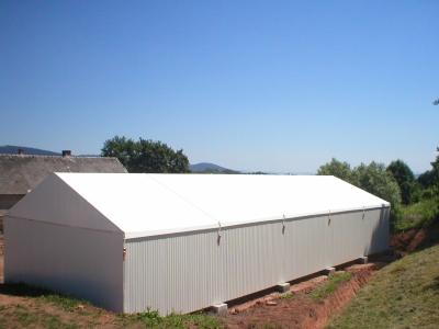Hale namiotowe z bokami z blachy